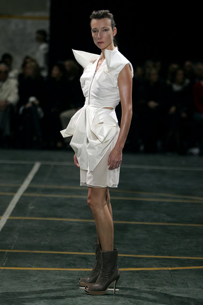 Collections cover rick owens aw05 moog runway 021