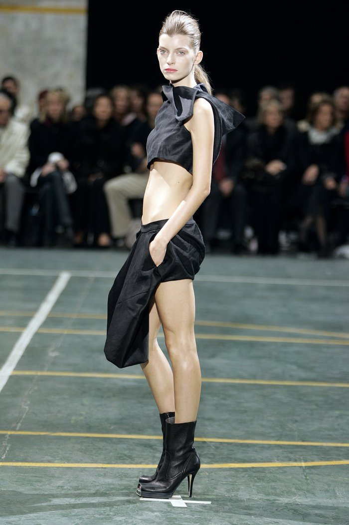 Collections cover rick owens aw05 moog runway 028