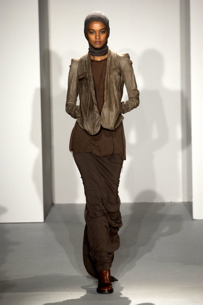 Collections cover rick owens fw02 sparrows runway 014