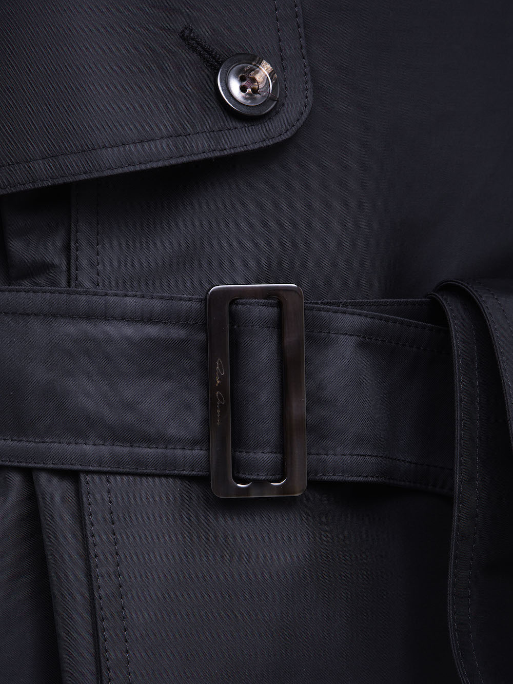 RICK OWENS CARGO TRENCH IN BLACK TECH