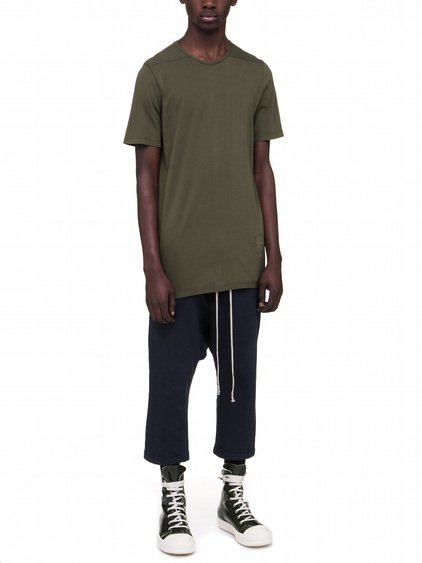 DRKSHDW LEVEL TEE IN FOREST GREEN COTTON JERSEY